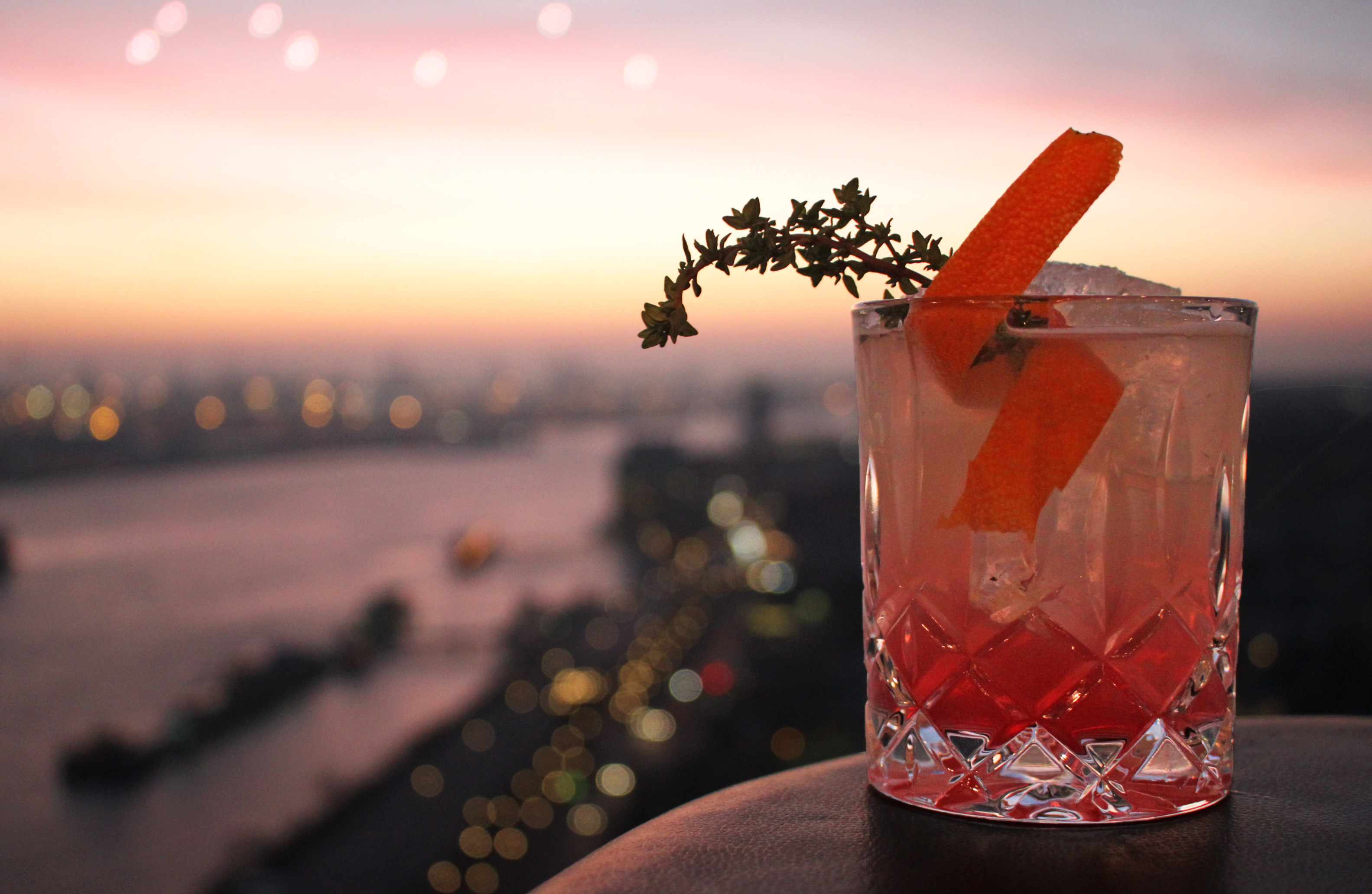 Cocktail | Sonnenuntergang | Skyline Bar 20up | Empire Riverside Hotel