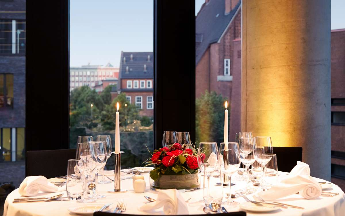 Banquet | Table with City View | Empire Riverside Hotel