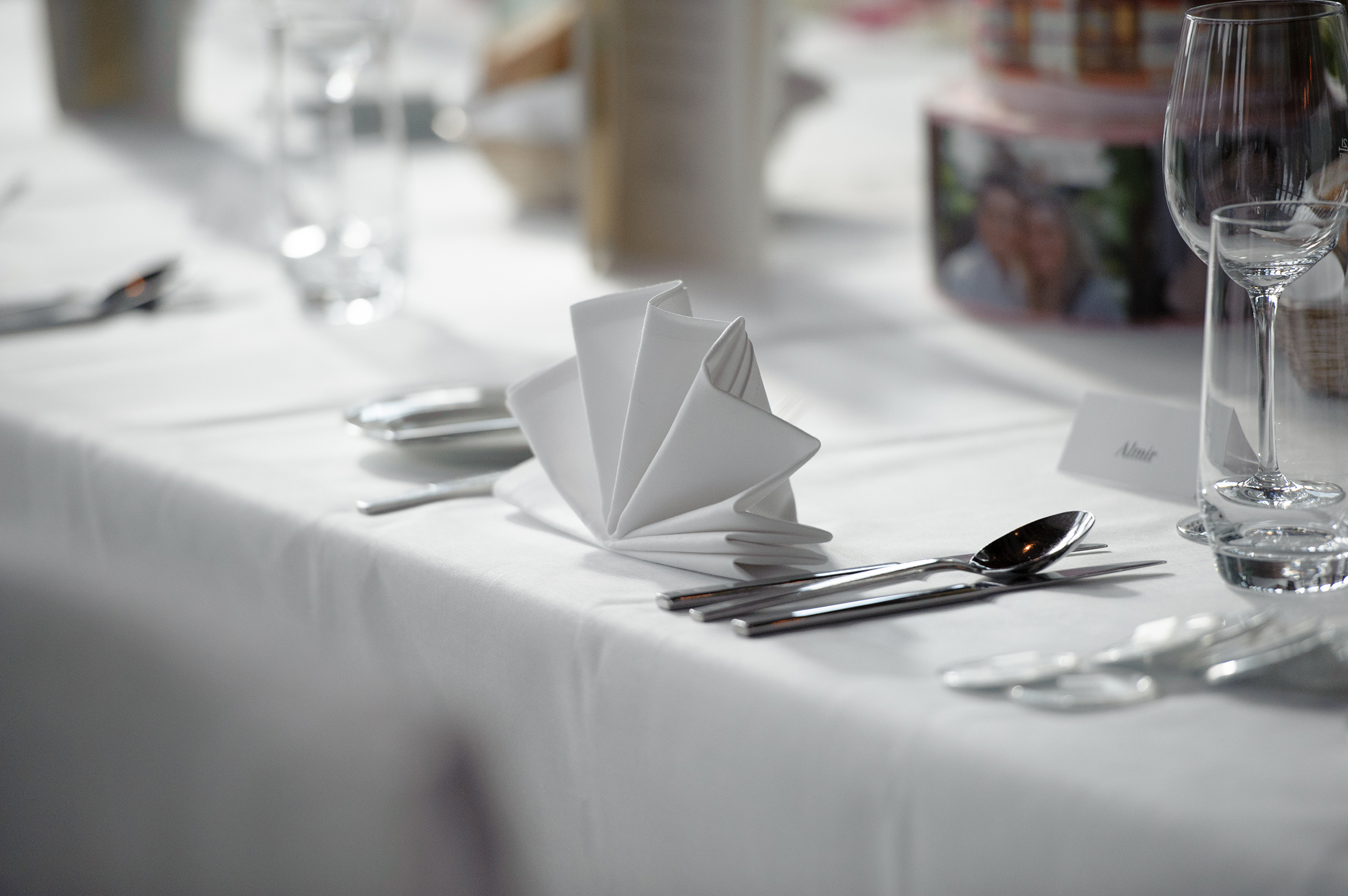 Banquet| Place Setting | Empire Riverside Hotel