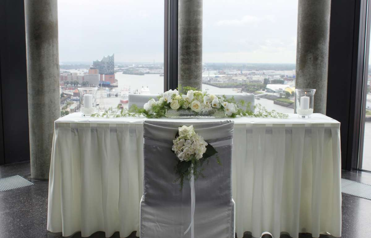 Hochzeit | Skyline Bar 20up | Trautisch | Empire Riverside Hotel