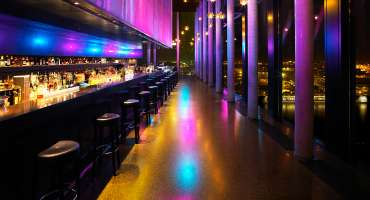Skyline Bar 20up | Nacht | Empire Riverside Hotel