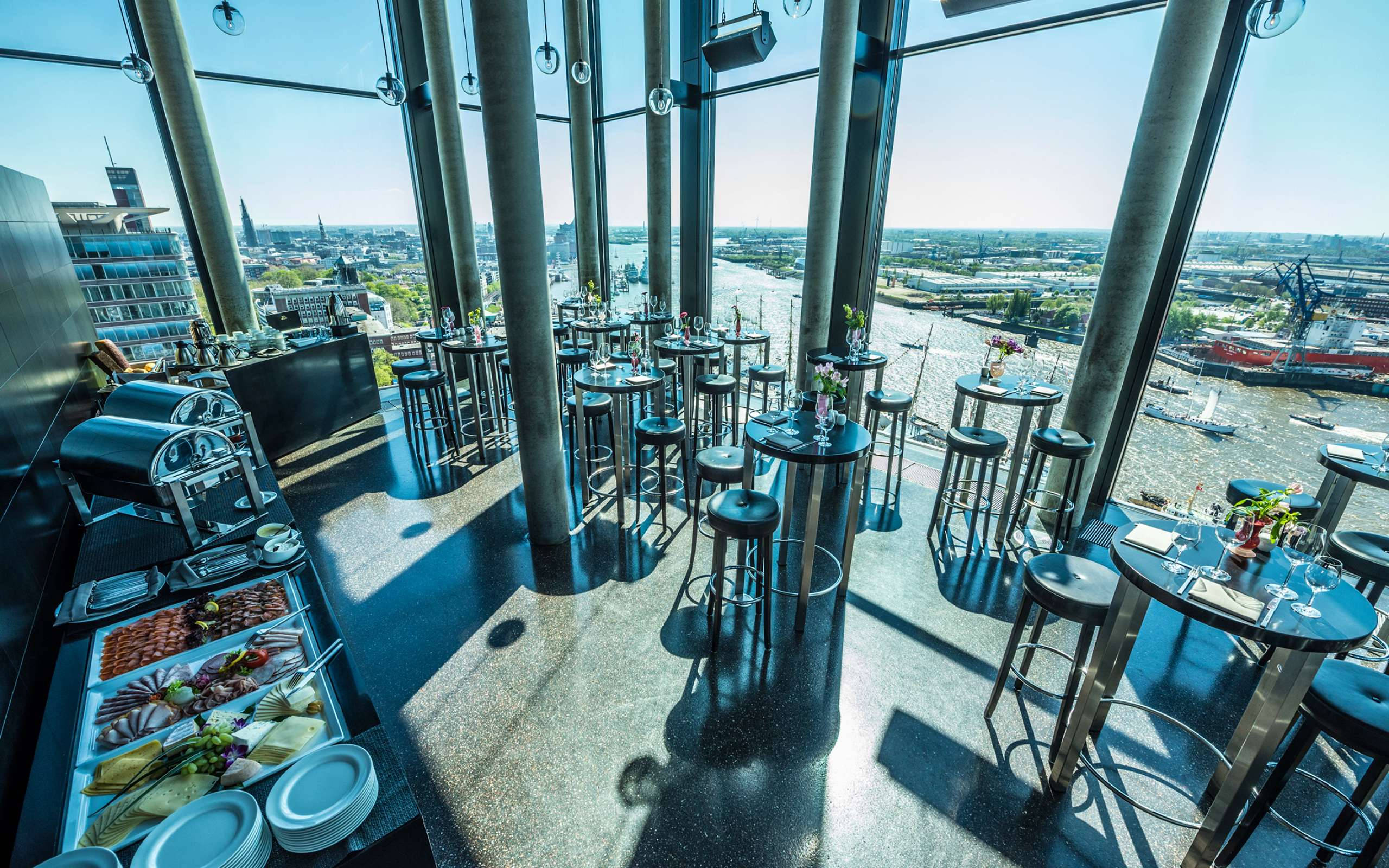 Skyline Bar 20up | Brunch | Aussicht mit Sonne | Empire Riverside Hotel