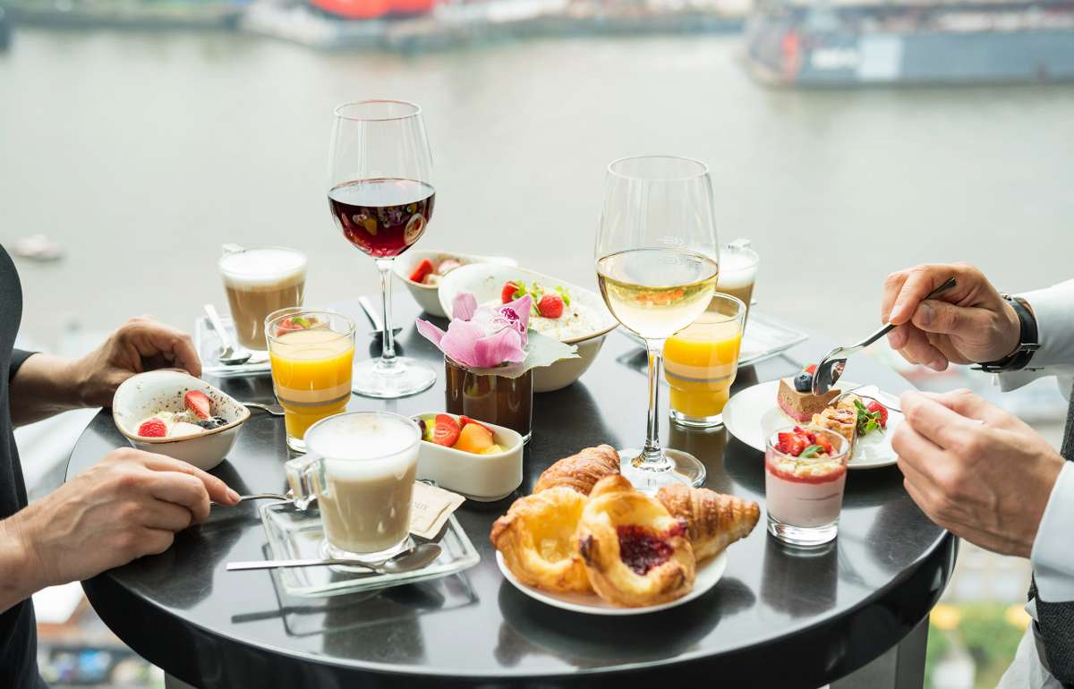 Brunch Skyline Bar 20up Tisch Elbe Empire Riverside Hotel